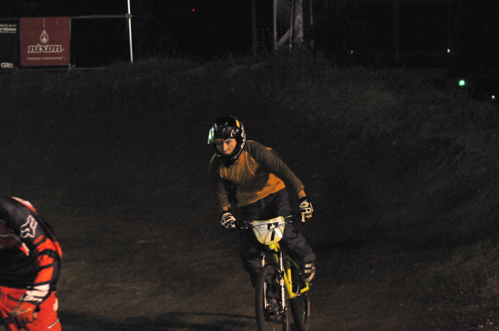 2008緑山ジャパンオープンナイトレースVOL 8:MTB エキスパートクラス予選第3ヒート、決勝_b0065730_22581297.jpg