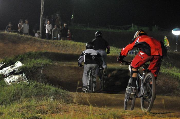 2008緑山ジャパンオープンナイトレースVOL 8:MTB エキスパートクラス予選第3ヒート、決勝_b0065730_22582617.jpg