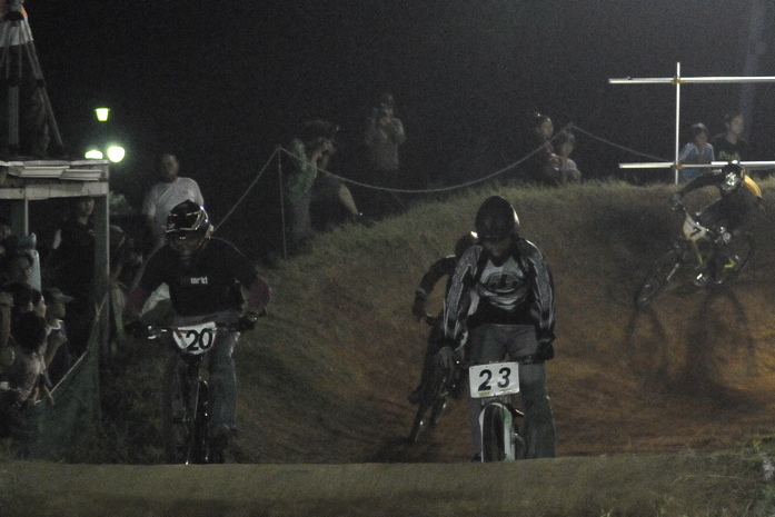 2008緑山ジャパンオープンナイトレースVOL 8:MTB エキスパートクラス予選第3ヒート、決勝_b0065730_22593778.jpg
