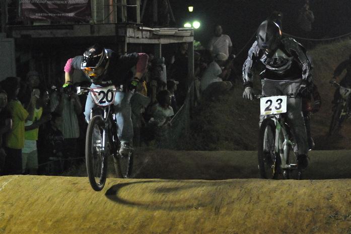 2008緑山ジャパンオープンナイトレースVOL 8:MTB エキスパートクラス予選第3ヒート、決勝_b0065730_22594925.jpg