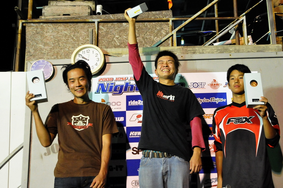 2008緑山ジャパンオープンナイトレースVOL 8:MTB エキスパートクラス予選第3ヒート、決勝_b0065730_2311325.jpg