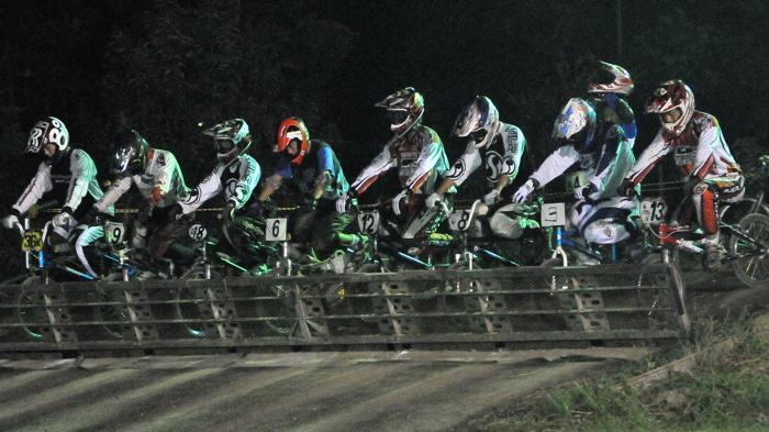 2008緑山ジャパンオープンナイトレースVOL 6:BMXエキスパートクラス決勝_b0065730_6561239.jpg