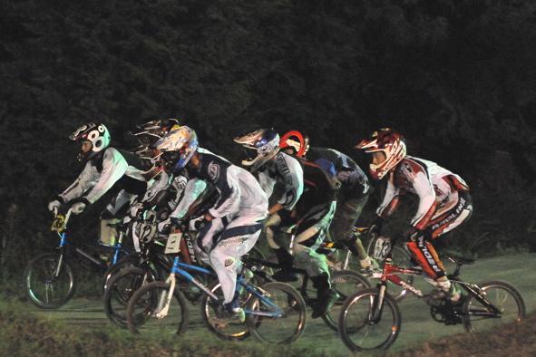 2008緑山ジャパンオープンナイトレースVOL 6:BMXエキスパートクラス決勝_b0065730_6563323.jpg