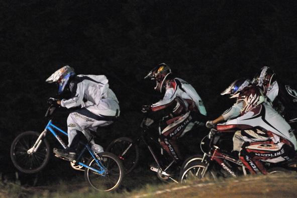 2008緑山ジャパンオープンナイトレースVOL 6:BMXエキスパートクラス決勝_b0065730_6564542.jpg