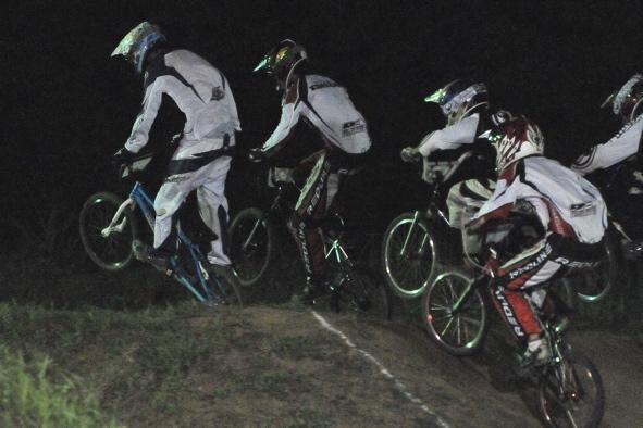 2008緑山ジャパンオープンナイトレースVOL 6:BMXエキスパートクラス決勝_b0065730_6565650.jpg