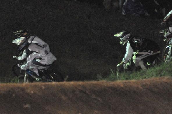 2008緑山ジャパンオープンナイトレースVOL 6:BMXエキスパートクラス決勝_b0065730_657121.jpg