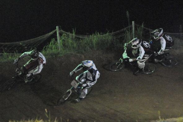 2008緑山ジャパンオープンナイトレースVOL 6:BMXエキスパートクラス決勝_b0065730_6573561.jpg