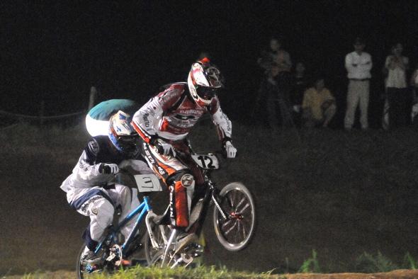 2008緑山ジャパンオープンナイトレースVOL 6:BMXエキスパートクラス決勝_b0065730_6574722.jpg