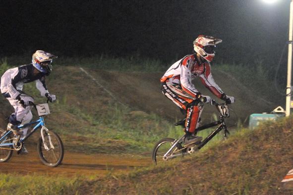 2008緑山ジャパンオープンナイトレースVOL 6:BMXエキスパートクラス決勝_b0065730_6575817.jpg