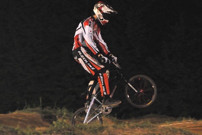 2008緑山ジャパンオープンナイトレースVOL 6:BMXエキスパートクラス決勝_b0065730_6581020.jpg
