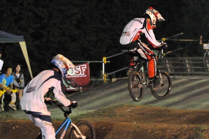 2008緑山ジャパンオープンナイトレースVOL 6:BMXエキスパートクラス決勝_b0065730_6582216.jpg