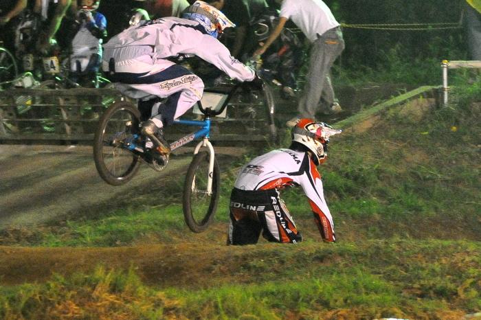 2008緑山ジャパンオープンナイトレースVOL 6:BMXエキスパートクラス決勝_b0065730_6583591.jpg