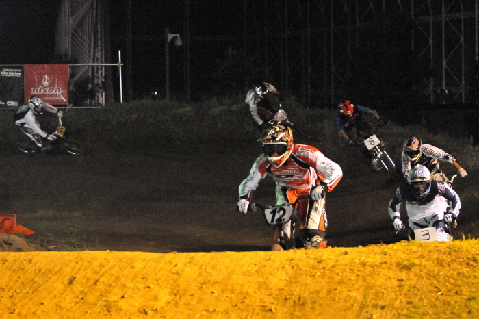 2008緑山ジャパンオープンナイトレースVOL 6:BMXエキスパートクラス決勝_b0065730_6594218.jpg