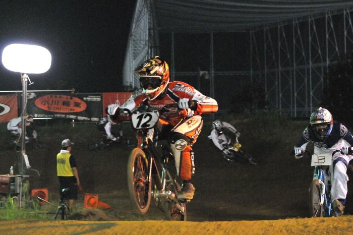 2008緑山ジャパンオープンナイトレースVOL 6:BMXエキスパートクラス決勝_b0065730_6595452.jpg