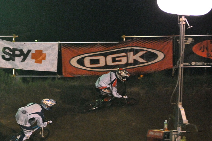 2008緑山ジャパンオープンナイトレースVOL 6:BMXエキスパートクラス決勝_b0065730_659575.jpg