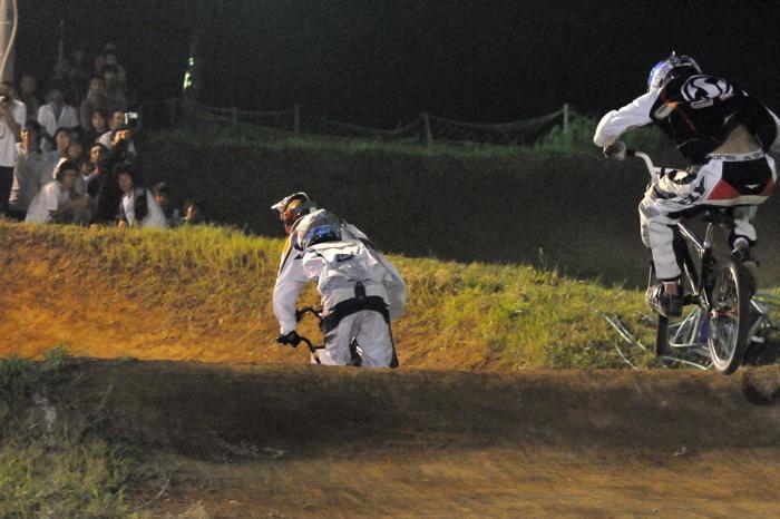 2008緑山ジャパンオープンナイトレースVOL 6:BMXエキスパートクラス決勝_b0065730_701833.jpg