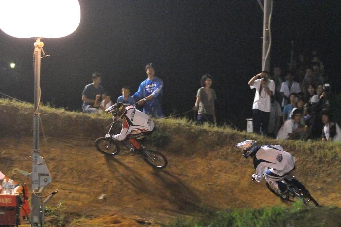 2008緑山ジャパンオープンナイトレースVOL 6:BMXエキスパートクラス決勝_b0065730_703183.jpg