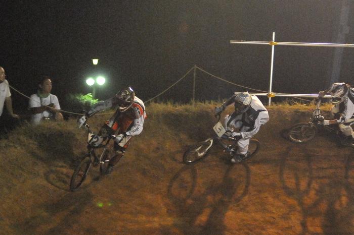 2008緑山ジャパンオープンナイトレースVOL 6:BMXエキスパートクラス決勝_b0065730_704340.jpg