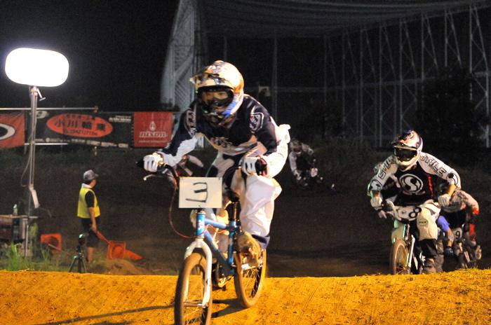 2008緑山ジャパンオープンナイトレースVOL 6:BMXエキスパートクラス決勝_b0065730_70570.jpg