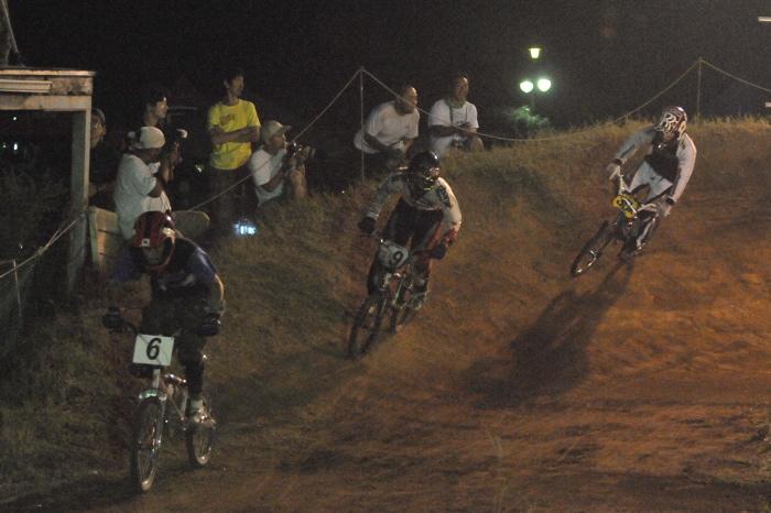 2008緑山ジャパンオープンナイトレースVOL 6:BMXエキスパートクラス決勝_b0065730_705792.jpg