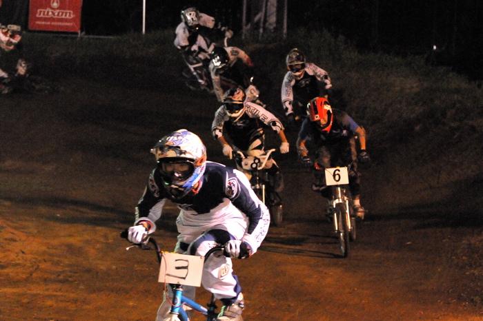 2008緑山ジャパンオープンナイトレースVOL 6:BMXエキスパートクラス決勝_b0065730_7105373.jpg