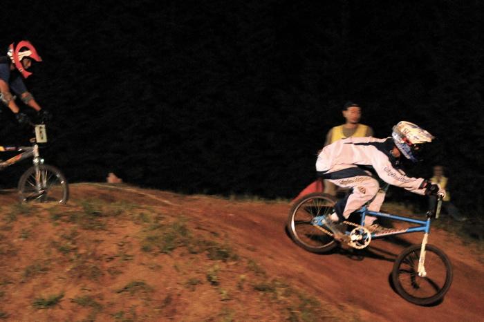 2008緑山ジャパンオープンナイトレースVOL 6:BMXエキスパートクラス決勝_b0065730_710598.jpg