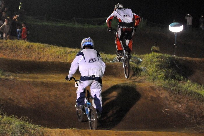 2008緑山ジャパンオープンナイトレースVOL 6:BMXエキスパートクラス決勝_b0065730_7111626.jpg