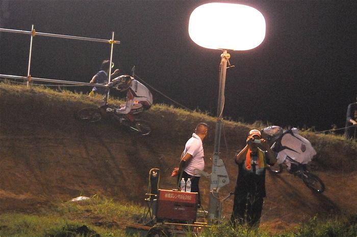 2008緑山ジャパンオープンナイトレースVOL 6:BMXエキスパートクラス決勝_b0065730_7112924.jpg