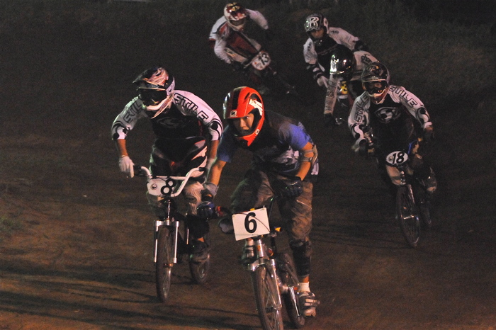 2008緑山ジャパンオープンナイトレースVOL 6:BMXエキスパートクラス決勝_b0065730_71142.jpg