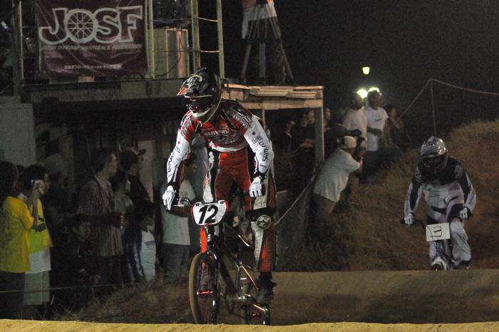 2008緑山ジャパンオープンナイトレースVOL 6:BMXエキスパートクラス決勝_b0065730_7115950.jpg
