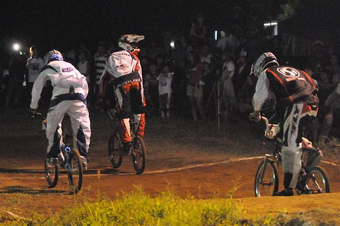 2008緑山ジャパンオープンナイトレースVOL 6:BMXエキスパートクラス決勝_b0065730_713522.jpg