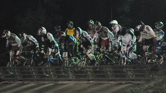 2008緑山ジャパンオープンナイトレースVOL 6:BMXエキスパートクラス決勝_b0065730_722821.jpg
