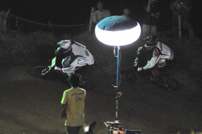 2008緑山ジャパンオープンナイトレースVOL 6:BMXエキスパートクラス決勝_b0065730_734911.jpg