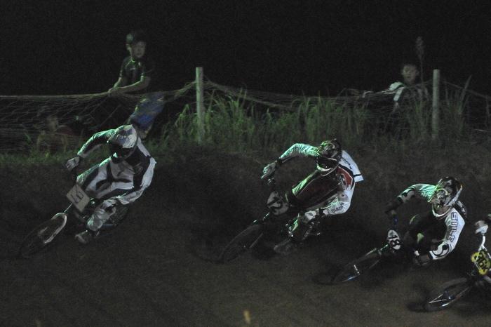 2008緑山ジャパンオープンナイトレースVOL 6:BMXエキスパートクラス決勝_b0065730_74043.jpg