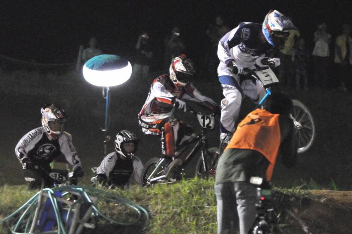 2008緑山ジャパンオープンナイトレースVOL 6:BMXエキスパートクラス決勝_b0065730_74135.jpg
