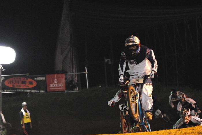 2008緑山ジャパンオープンナイトレースVOL 6:BMXエキスパートクラス決勝_b0065730_753334.jpg