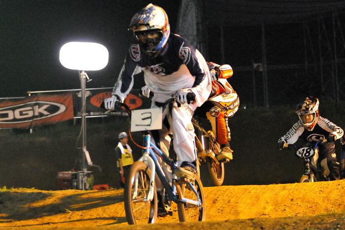 2008緑山ジャパンオープンナイトレースVOL 6:BMXエキスパートクラス決勝_b0065730_754568.jpg