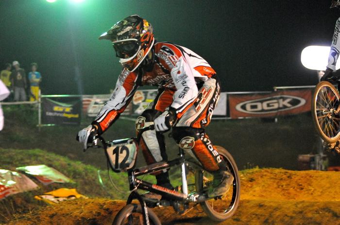 2008緑山ジャパンオープンナイトレースVOL 6:BMXエキスパートクラス決勝_b0065730_755944.jpg