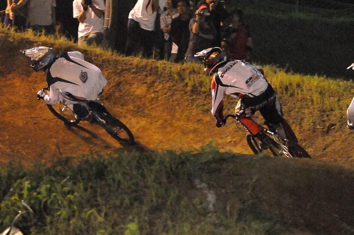 2008緑山ジャパンオープンナイトレースVOL 6:BMXエキスパートクラス決勝_b0065730_762886.jpg