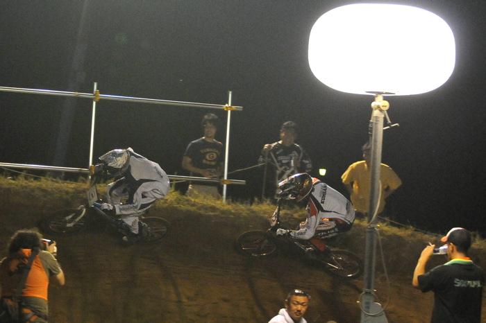 2008緑山ジャパンオープンナイトレースVOL 6:BMXエキスパートクラス決勝_b0065730_764014.jpg