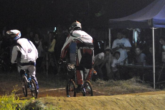2008緑山ジャパンオープンナイトレースVOL 6:BMXエキスパートクラス決勝_b0065730_77720.jpg