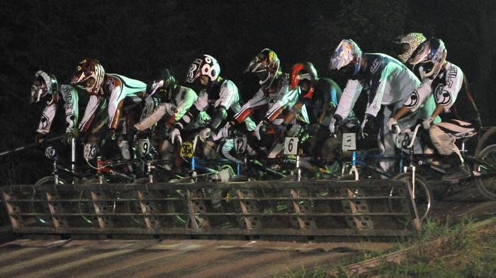 2008緑山ジャパンオープンナイトレースVOL 6:BMXエキスパートクラス決勝_b0065730_78128.jpg