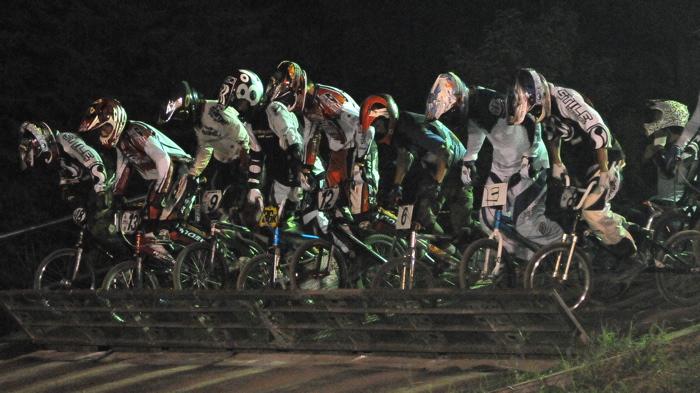 2008緑山ジャパンオープンナイトレースVOL 6:BMXエキスパートクラス決勝_b0065730_783221.jpg
