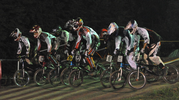 2008緑山ジャパンオープンナイトレースVOL 6:BMXエキスパートクラス決勝_b0065730_784319.jpg