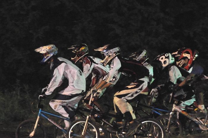 2008緑山ジャパンオープンナイトレースVOL 6:BMXエキスパートクラス決勝_b0065730_785440.jpg