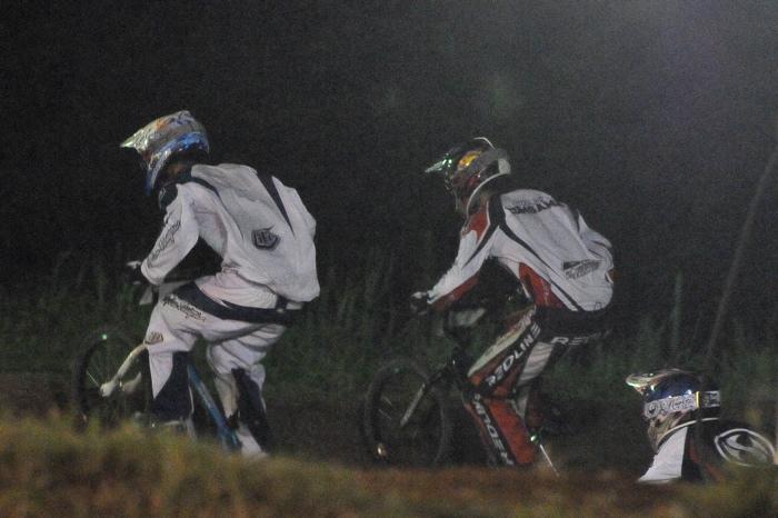 2008緑山ジャパンオープンナイトレースVOL 6:BMXエキスパートクラス決勝_b0065730_791769.jpg