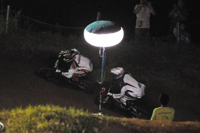 2008緑山ジャパンオープンナイトレースVOL 6:BMXエキスパートクラス決勝_b0065730_793021.jpg