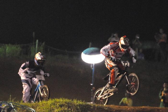 2008緑山ジャパンオープンナイトレースVOL 6:BMXエキスパートクラス決勝_b0065730_794291.jpg