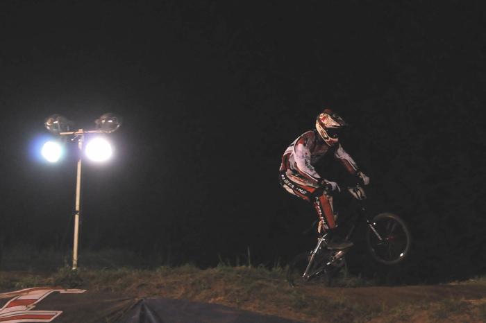 2008緑山ジャパンオープンナイトレースVOL 6:BMXエキスパートクラス決勝_b0065730_795375.jpg