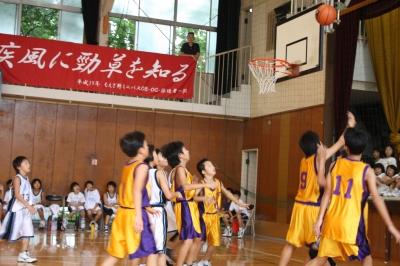 Rのバスケ試合 観戦_c0118352_1403480.jpg
